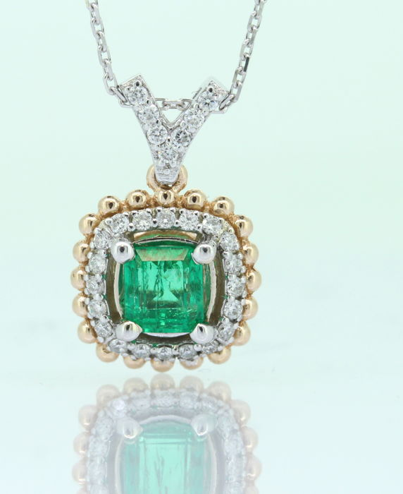 Bi Color gold pendant with a green emerald 0.55 ct and 27 diamonds total 0.25 ct -  Including chain  42 CM - No reserve price