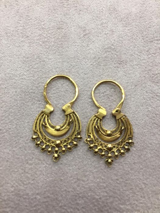 Traditional Portuguese queen's earrings in 19.2 kt gold