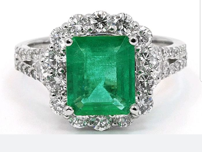 Full Antwerp Certifide 4.94 cts Unique Natural Emerald & Diamond Engagment Ring