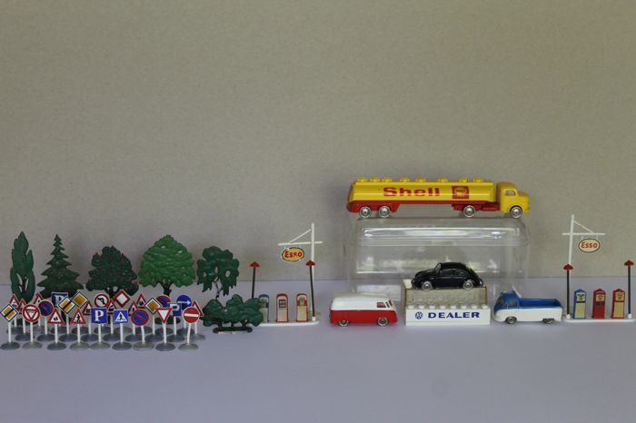 Vintage - lot from the 60s - cars / fuel pumps / trees / garage box / traffic signs - 1955/1968