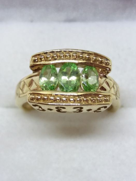 Green Garnet Trilogy in unusual heavy gold design. No reserve