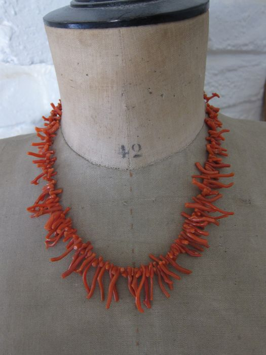 Antique  necklace of red Sicilian coral elements from 0.6 to 2.7 cm +++No reserve price ++