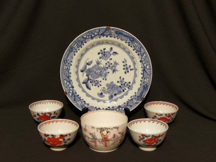Set of 5 bowls/cups and a plate  - China - 18th and 19th century