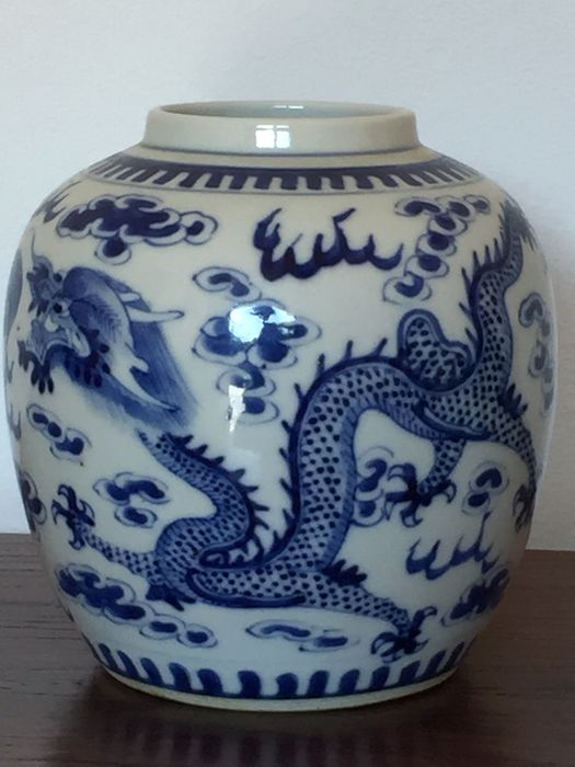 Antique porcelain jar with 2 dragons - China - 19th Century