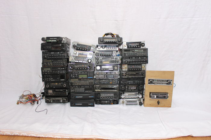 EXCEPTIONAL / Lot of 39 classic car radios and cassette radio/ from 1965 to 1990