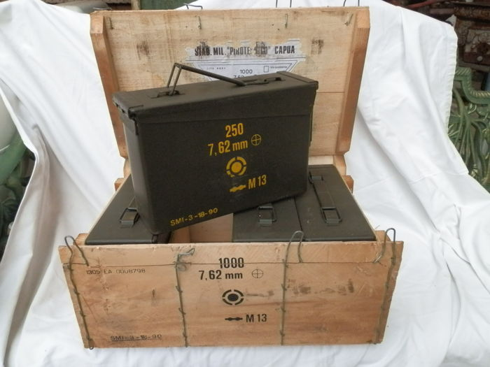 Kit of 4 military ammunition boxes, with original wooden box