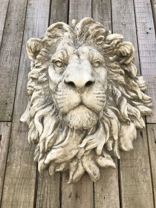 Lion's head wall ornament