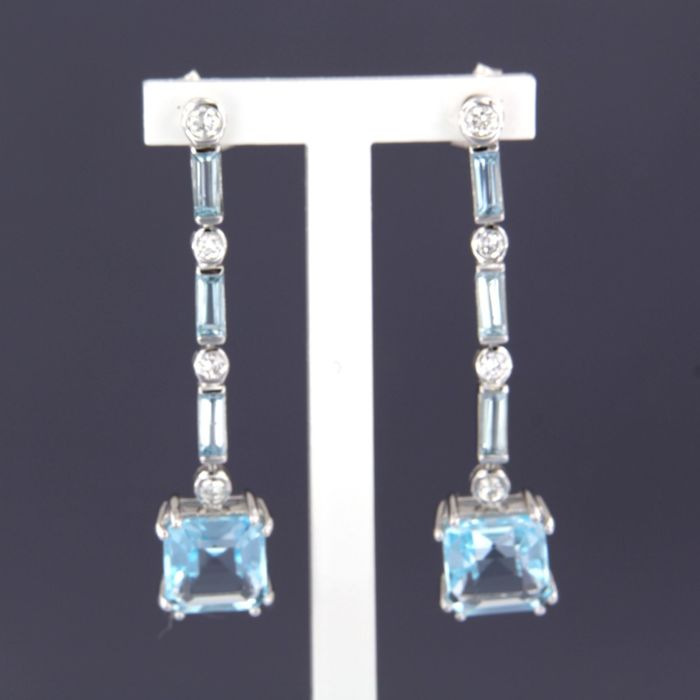 Earrings - White gold - No indication of treatments - 0.36 ct - Diamond and Topaz