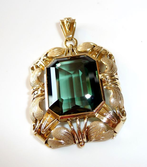 Impressive pendant in 14 kt / 585 gold with approx. 20 ct tourmaline, artistic handmade item