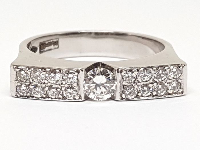 Diamond Solitaire Ring 0,82ct. - 18K White Gold -  Ring Size 57 / 18,00mm