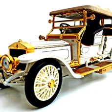 Rolls-Royce Tourer 1911 - Extremely Detailed model made out of 106 different components - With 24 carat gold