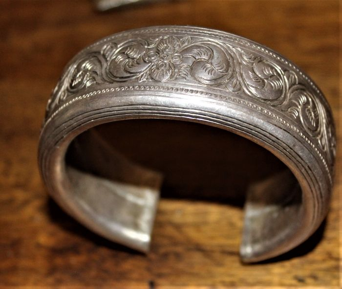 Old Akha bracelet in silver - Burma - 1st half of the 20th century
