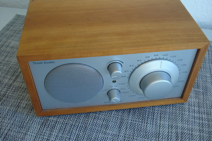 "TIVOLI - AUDIO - ""MODEL ONE"" radio - made by Henry Kloss USA - the design classic - one of the first radios by Tivoli"