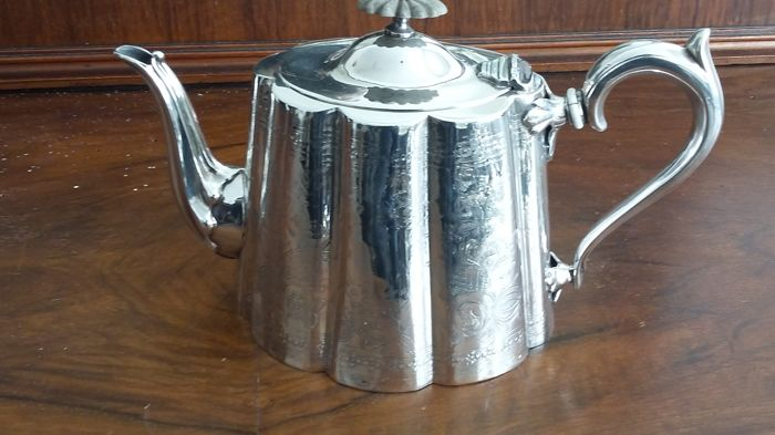 Superior electro plate tea pot silver plated made in england.