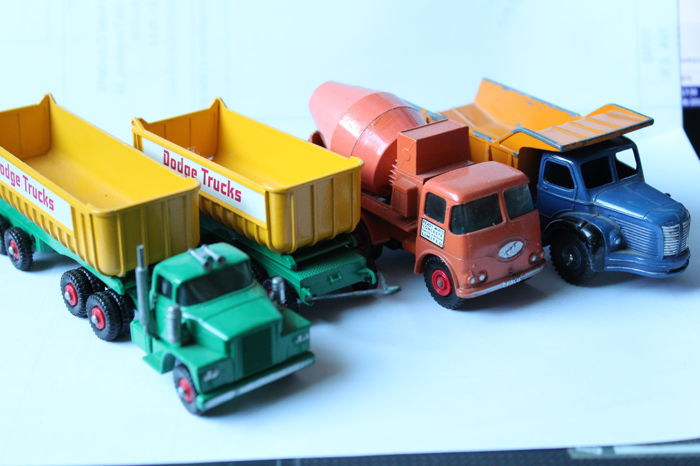 Matchbox - 1:43 - King Size n°16 Dodge Tractor + remorque, n°13 mixer Ready Mix Concrete Truck - und Dinky Toys Muldenkipper