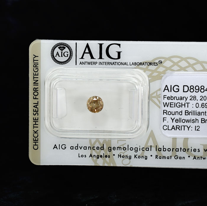Champagne Diamond - 0.69 ct, NO RESERVE PRICE
