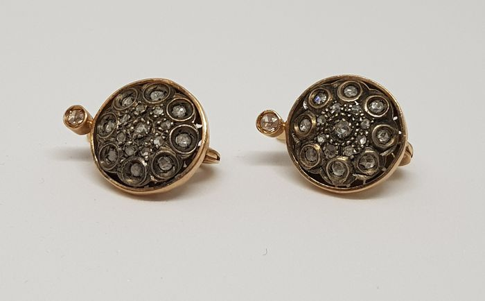 Antique Neapolitan 'Toppe' earrings in gold with diamonds, Italy, 1930