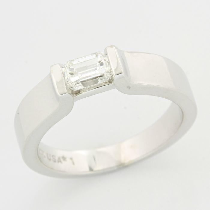 14kt white gold 0.51ct emerald cut diamond ring; size: 6