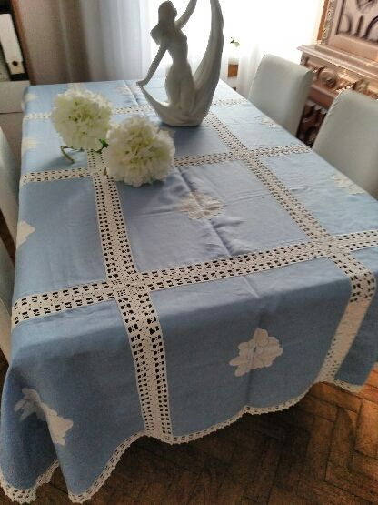 Blue and white embroidered tablecloth in linen (1.42 m x 2.06 m)