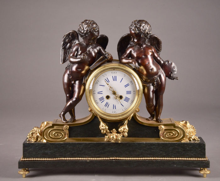 Regal large (56 cm) bronze Empire mantel clock with double putti - on marble base - France, around 1810
