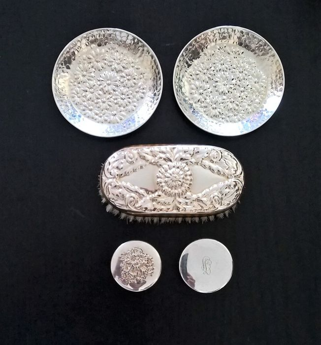 Lot of 5 items with floral theme made of 925 and 800 silver, one signed Miracoli, Italy, late 20th century