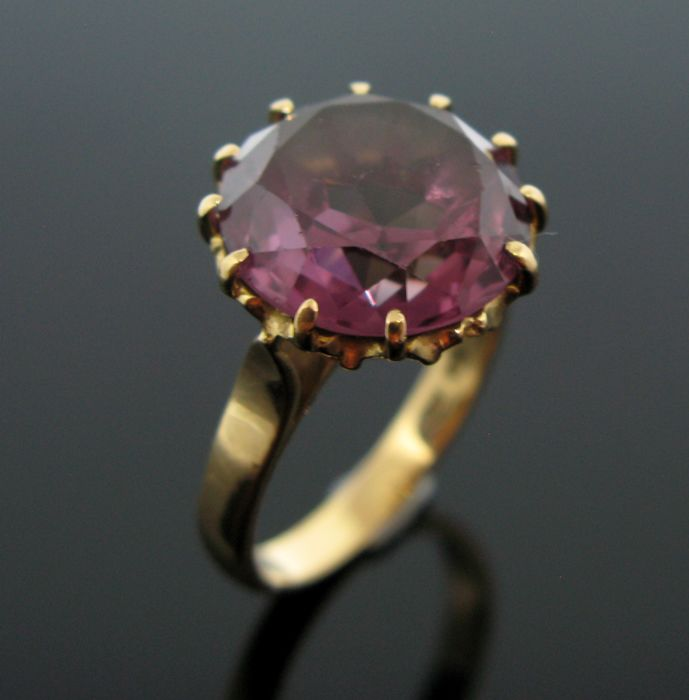 18 kt pink gold vintage ring set with 1 natural amethyst round-faceted cut 7,50 ct. Weight 7,9 gr. +No reserve price +