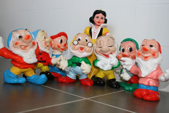 Disney, Walt - 8 Dolls Ledraplastic - Complete series - Snow White and the Seven Dwarfs (1960s)