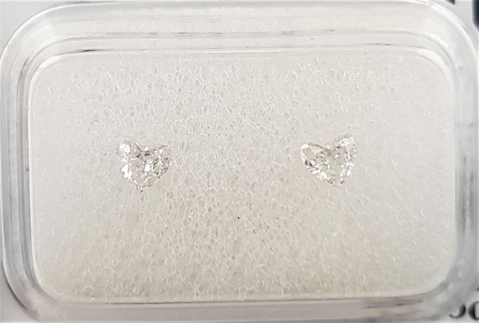 0.21 ct - Pair Of Natural Heart Diamonds - D Color - SI1 - NO RESERVE!