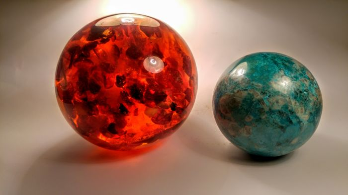 chrysocolla Gebied - Baltic Amber Sphere,-  92 mm; 66 mm diameter - 912 gm - (2)