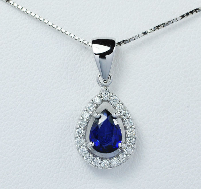 18k gold Pendant Blue Sapphire with diamonds and chain length 45 cm
