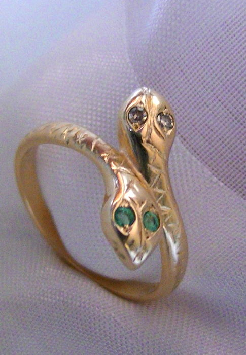 Emerald diamond snake ring 585 gold no reserve price