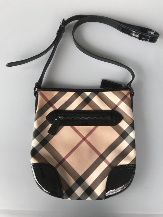 d23e8cf5dcc2 Burberry Nova Check Cross body Patent leather Bag - Catawiki