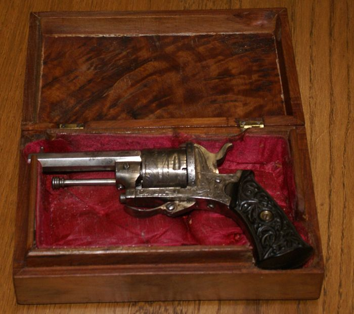 Six shot pin American revolver 7 mm