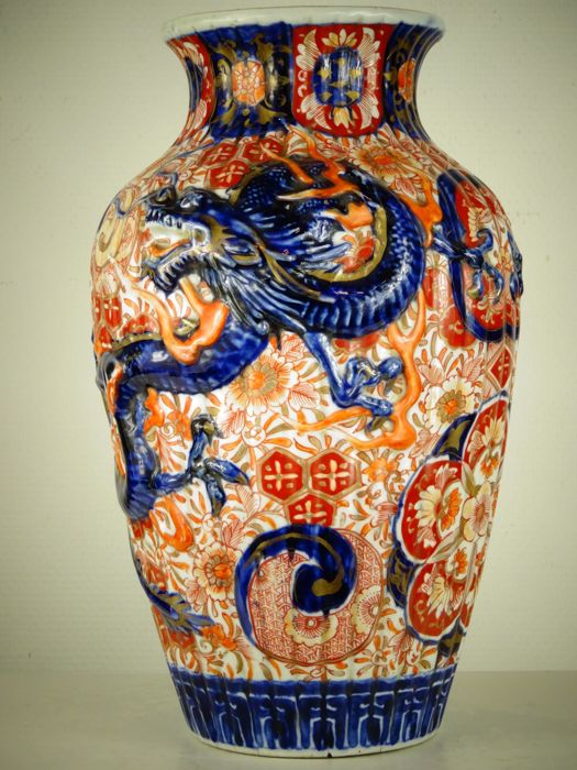 Large Imari porcelain dragon vase - Japan - Meiji period (1868-1912)