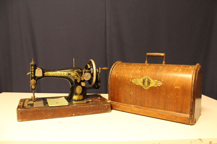 Singer Sewing Machine 40K With A Wooden Dust Cover 40 Catawiki Adorable Sewing Machine Dust Cover