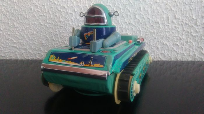 Litho tin toy - Space Tank ME-091 (ME 091) - Robby the robot of Forbidden planet film - made in China