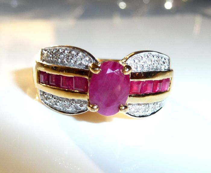Stacking ring band ring 8 kt / 333 gold about 1 ct. Rubies + 16 diamonds ring size 53 - adjustable; No reserve price