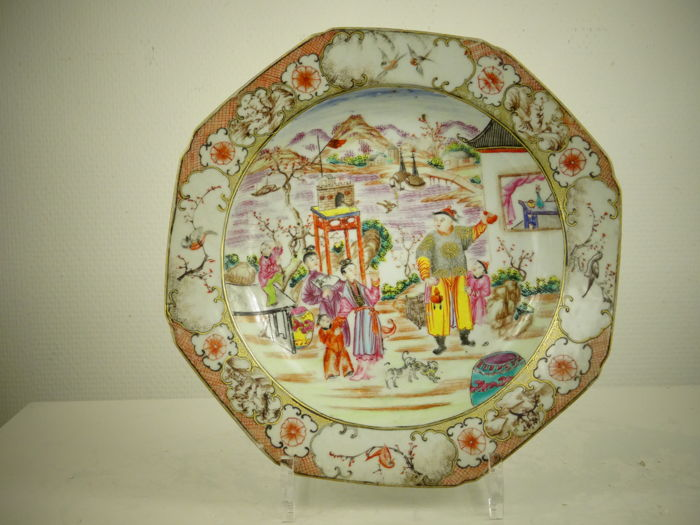 Excellent porcelain plate with Mandarin decor - China - circa 1770