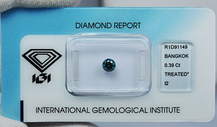 Blue diamond of 0,39 ct.  IGI Report
