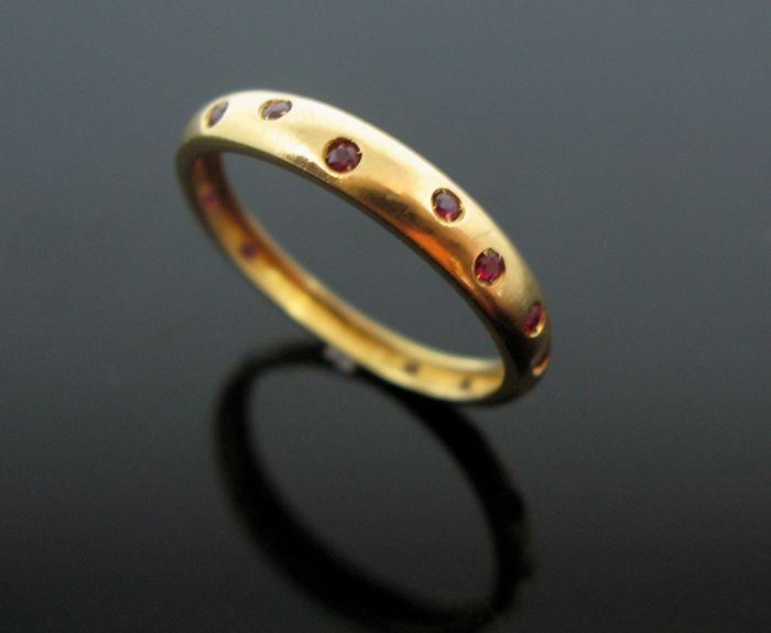 18 kt yellow gold ring set with 14 natural ruby round-faceted cut tot 0,40 ct  + +No reserve price +