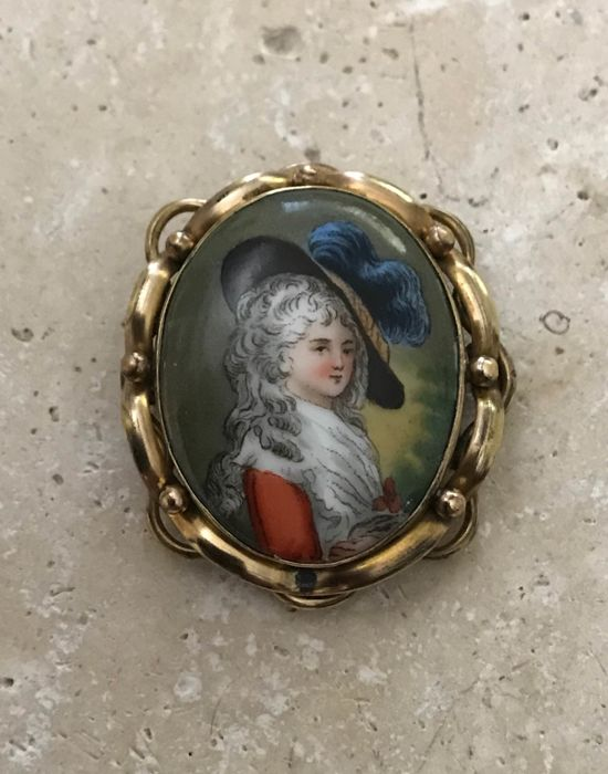 Antique entourage pinchbeck porcelain brooch from the 2nd half of the 19th century