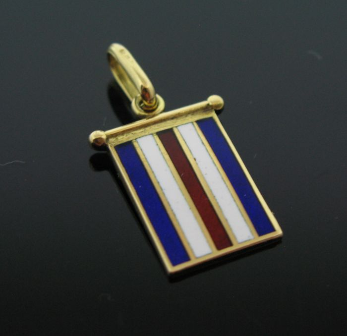 Unisex 18 kt yellow solid gold vintage nautical pendant with hand-painted enamel.Weight 4,6 gr.  +No reserve price+