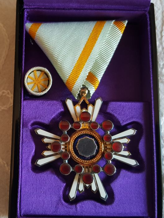 Japan  - WWII Japanese  order of Sacred Treasure 5th clas badge Japan medal japaneze silwer cased