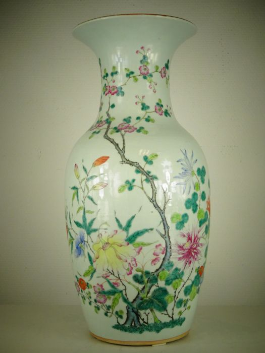 A fine porcelain vase - China - late 19th century