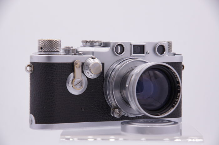 Leica IIIF Red Dial serial number (716383) 1954 with self-timer and Summitar f:5 cm 1:2 (762077)