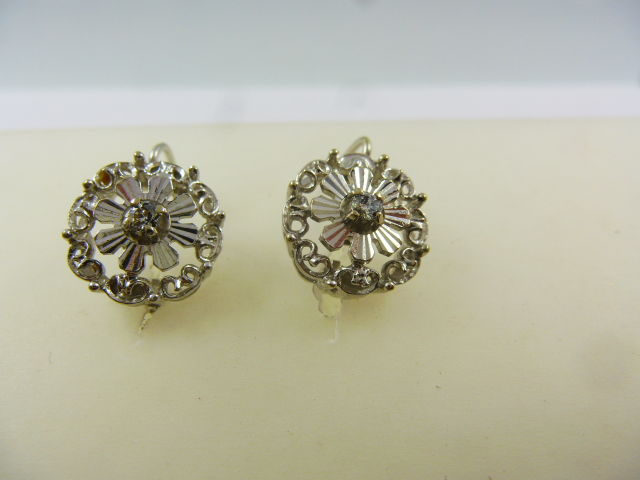 Unoaerre - White gold earrings with diamonds