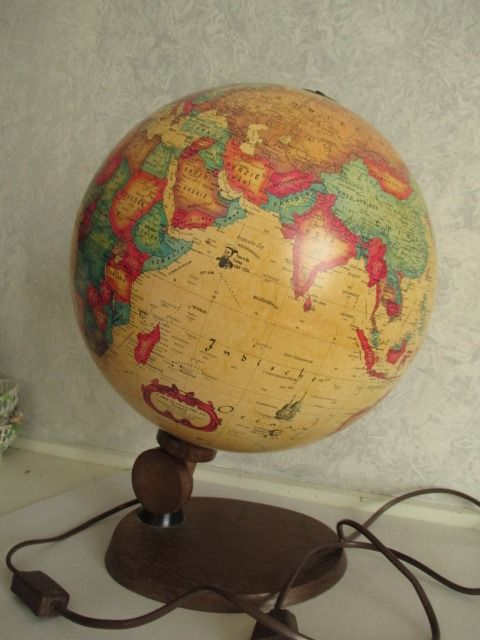 Large SCAN Globe A/S with lighting - 1980 - World Antique