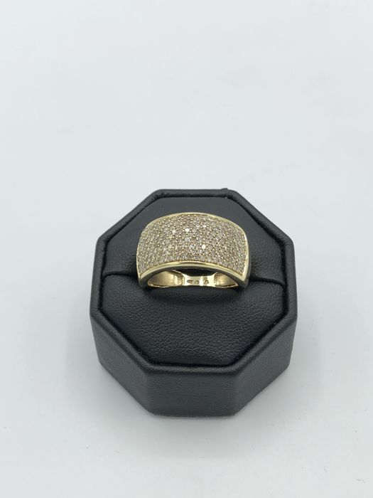 Gold ring 14 kt, with 1 ct of brilliants. Ring size: 54/55; 17.3 mm in diameter