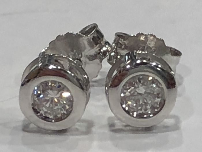 Earrings in 18 kt gold with diamonds H-SI1