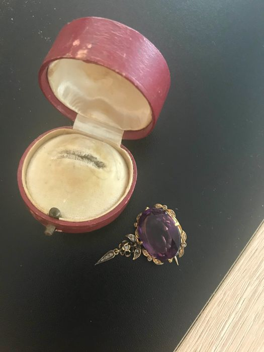 Gold brooch 19th century with amethyst and old cut diamonds